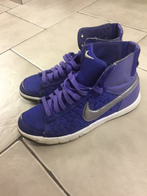 Nike Blazer in blau mit Silber Logo