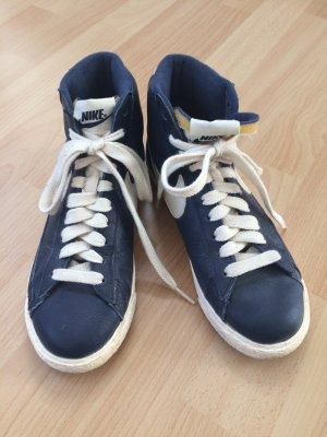 Nike Blazer in Dunkelblau
