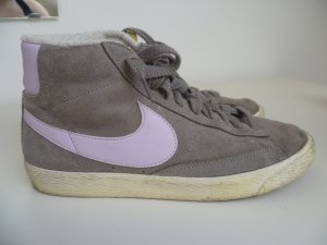 Nike Blazer in grau / rosa