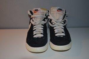 Nike Blazer in schwarz-weiß