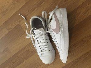 Nike Zapatilla brogue blanco-malva