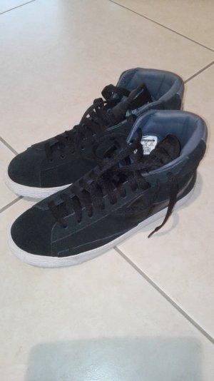 Nike Blazer Mid in schwarz
