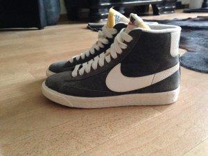 Nike Blazer Mid Light Grey