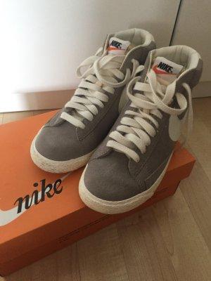 Nike Blazer Mid PRM Medium Grey