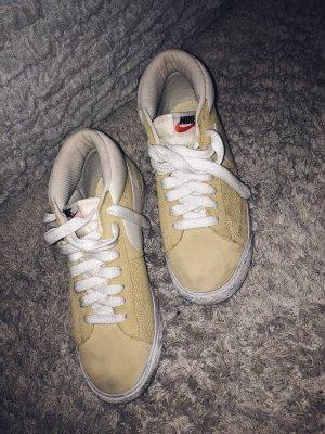 Nike Blazer Mid Sneaker