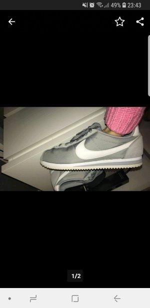 Nike Cortez Grau