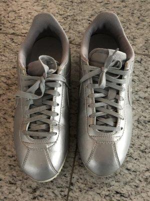 Nike cortez Sneaker in Silber