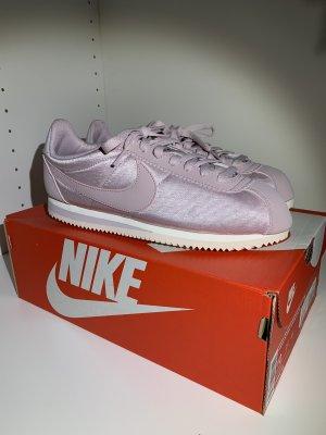 NIKE Cortez Sneaker NEU mit Karton // Gr. 42