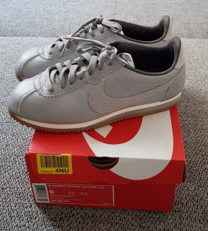 NIKE CORZEZ 40,5 LEATHER hell-grau