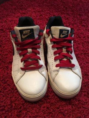 Nike -CourtTour-