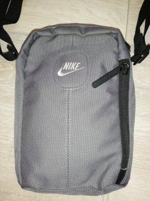 Nike Crossbody-/ Umhängetasche in grau