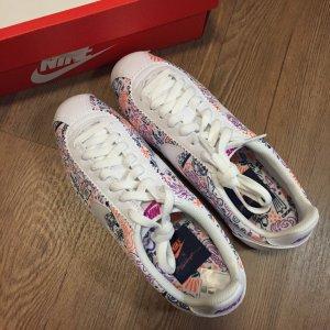 Nike Damen sneakers (ganz neu)