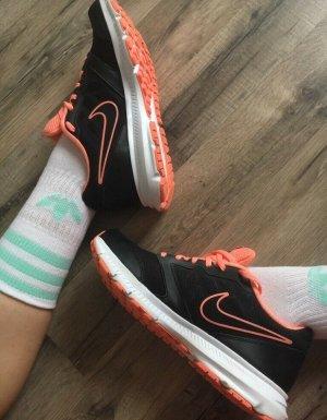 Nike Sneaker stringata nero-rosso chiaro