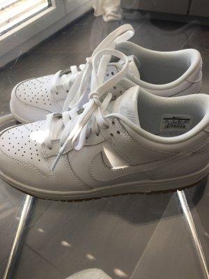 Nike Dunk Low Leder Weiss Gr. 38,5 / US 7,5