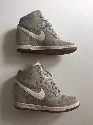 Nike Dunk Sky High Grau