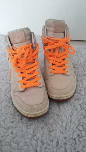 Nike Dunk Sky High in Gold-Orange