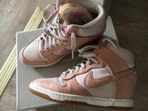 Nike Dunk Sky High Limited Edition