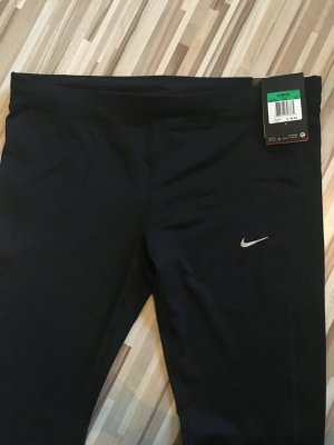 Nike Essential Tight Fit