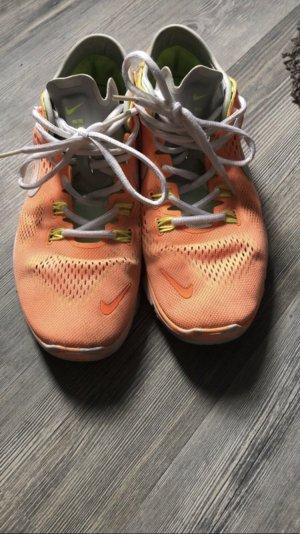 Nike Fees Laufschuh