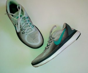 Nike Flex Laufschuhe RN Run Gr. 41 grau weiß türkis top