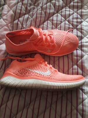 Nike Sneakers abrikoos