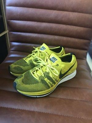 Nike Flyknit Racer gelb
