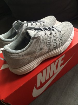 Nike Flyknit Trainer grau weiß 36,5