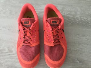Nike Chaussures à lacets rouge framboise-blanc