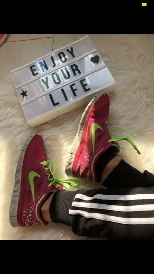 Nike Lace-Up Sneaker pink-green