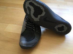 Nike Basket à lacet gris-noir