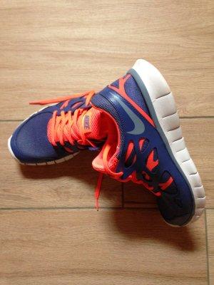 Nike Free in Größe 41 blau rot