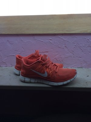Nike Free Laufschuhe in Orange Rot