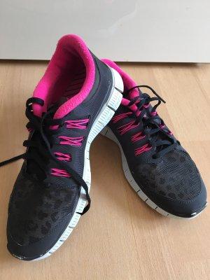 Nike Basket à lacet noir-rose fluo