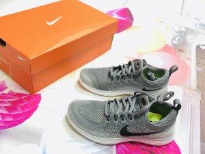 Nike Free RN Distance lunarlon 2 women grau weiß 36,5 - € 123,45 - 2019er Schuhe aktuelle Kollektion