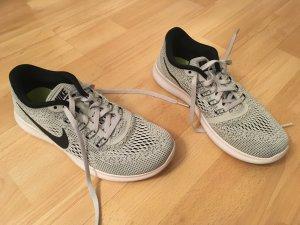 NIKE Free RN Turn Sport Schuhe Sneaker Gr. 38 in hell grau / weiß - wie neu