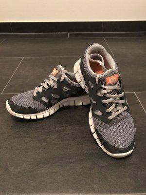 Nike Free Run 2 in grau