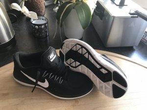 Nike Free Run 2017**NEU***