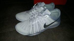 Nike Free TR 6 in weiss, Gr. 8,5 (40)