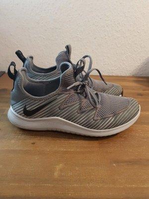 Nike Free TR 9 Gr. 42.5 27cm grau silber Sportschuhe Trainingsschuhe