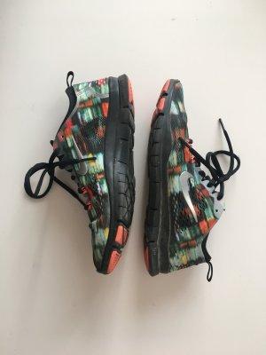 Nike Free tr fit 4 38 bunt farbig Farbe Orange schwarz grün blau gemustert abstrakt sneaker Turnschuhe Schnürschuhe leicht Stoff