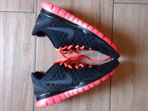 Nike Free TR Fit Größe 40,5 schwarz pink