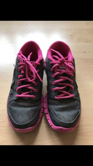 Nike Sneaker stringata nero-rosa