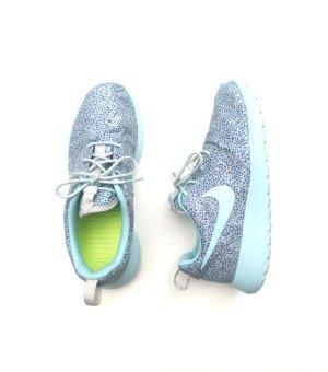 Nike Gr. 36,5 Roshe Run hellblau türkis Print
