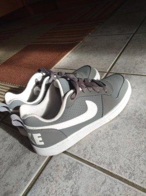 Nike grau weiß Damen