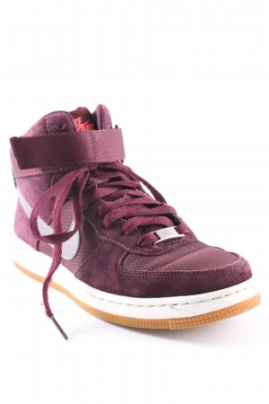 Nike High Top Sneaker purpur sportlicher Stil