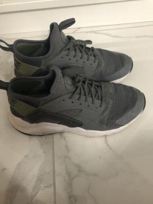 Nike Sneakers met veters khaki-donkergrijs