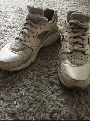 Nike Huarache beige Weiss