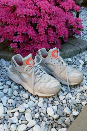 Nike huarache edition beige orange