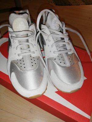 Nike huarache prm suede