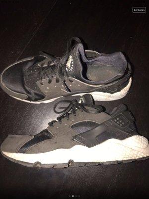 Nike Huarache Schwarz/Weiß Gr 40